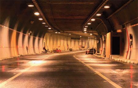 В верхней части тоннеля