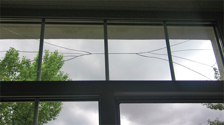 Характерное разрушение стеклопакета